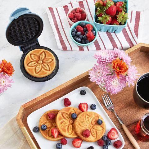 Food, Serveware, Finger food, Dishware, Tableware, Cuisine, Ingredient, Meal, Recipe, Breakfast,