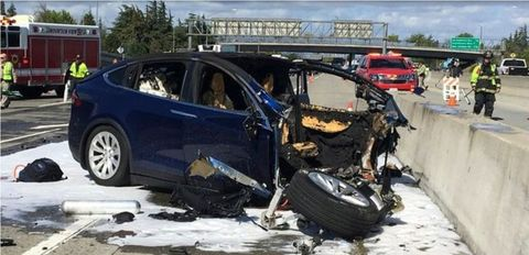 Motor vehicle, Crash, Vehicle, Car, Collision, Mid-size car, Tesla model s, Electric car, Event, Electric vehicle,