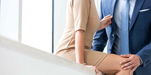 Skin, Leg, Human leg, Sitting, Joint, Thigh, Arm, Shoulder, Knee, Hand,