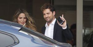 David Bisbal y Rosanna Zanetti salen delhospital con su hijo