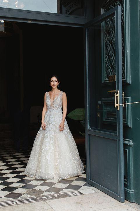 mariée en robe costarellos