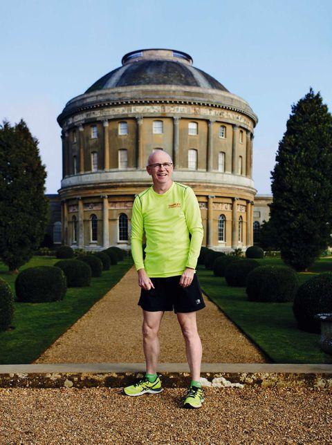 David Swales corrió un maratón tras superar un ictus que afectó su visión
