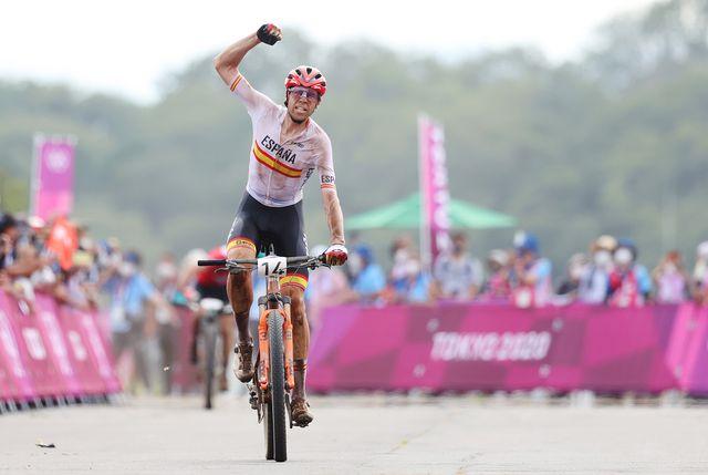 david valero celebra su bronce en mountain bike en los juegos olímpicos de tokio 2020