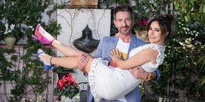 Carmen Alcayde y David Valldeperas protagonizan nuestra sección 'Gente con estilo'. La pareja de presentadores de 'Aquí hay madroño' nos demuestra su complicidad tras las cámaras y nos hablan de la boda de Belén Esteban.