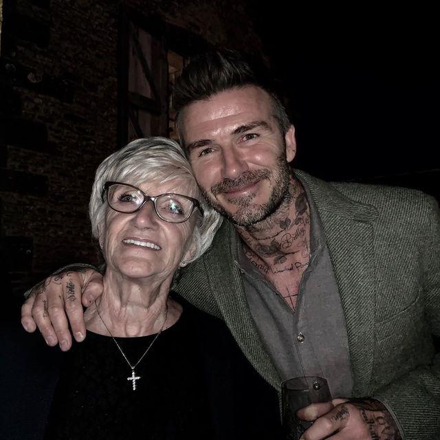 David Beckham felicita a su madre