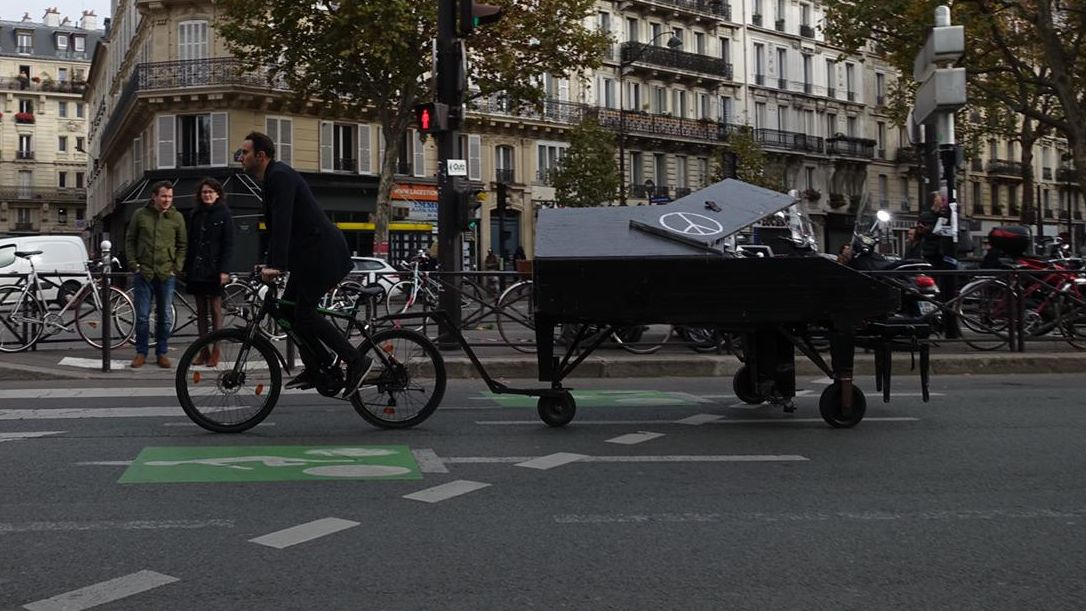 Meet the Professional Pianist Towing His Baby Grand Piano Around the World