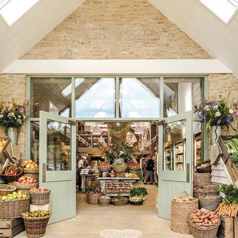 Building, Floristry, Property, Interior design, Retail, Room, Floral design, House, Plant, Flower,
