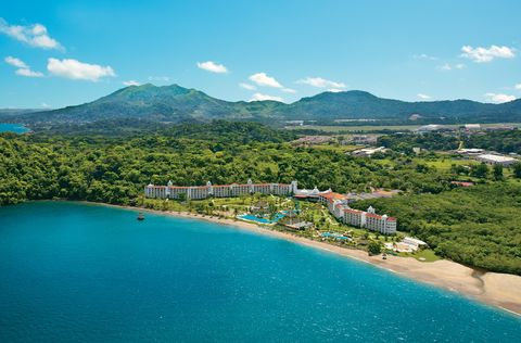 6 Perfect Resorts for a Warm-Weather Escape