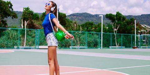 Sport venue, Daytime, Sports equipment, Human leg, Athletic shoe, Tennis court, Leisure, Playing sports, Shorts, Ball game,