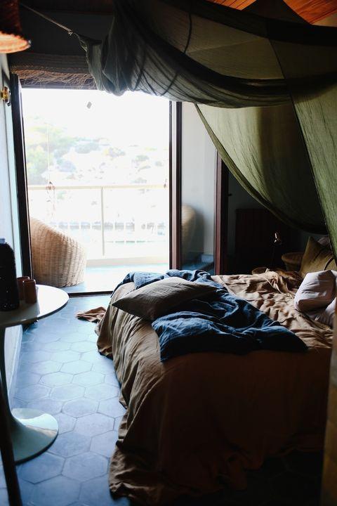 Bed, Bedroom, Room, Furniture, Property, Bedding, House, Bed frame, Textile, Bed sheet,