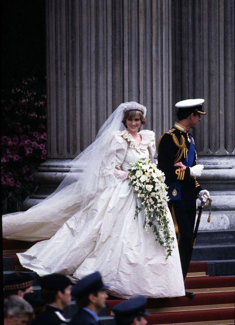 De Ontwerper Van Prinses Diana S Bruidsjurk Spreekt Zich Uit