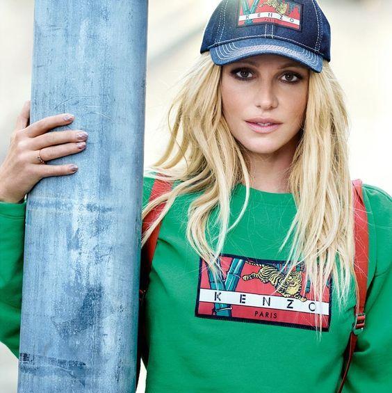 Clothing, Green, Street fashion, Beauty, T-shirt, Blond, Fashion, Sleeve, Cap, Cool,