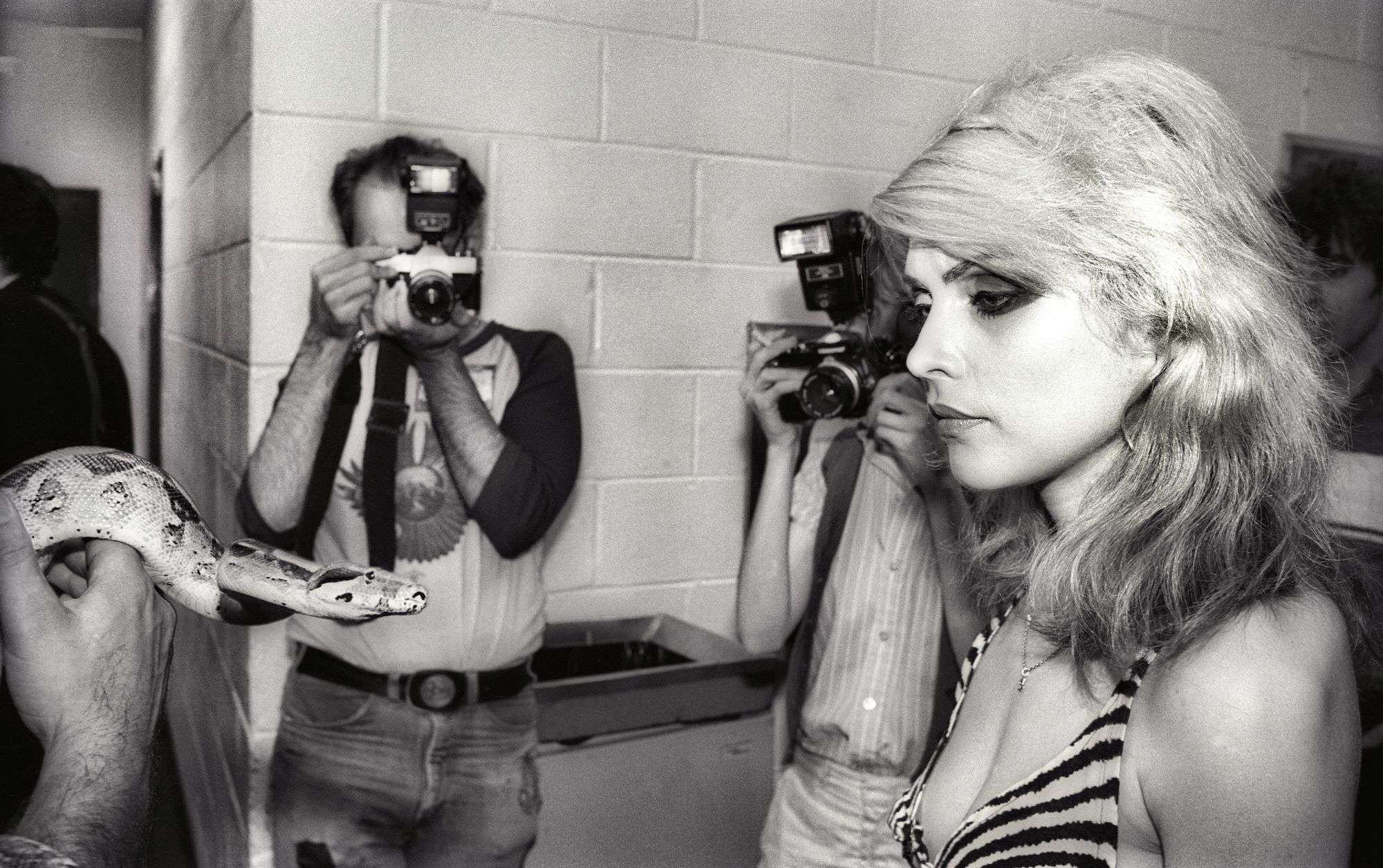 Musicians Backstage in the 1970s - the 50 Best Photos of