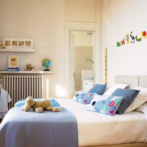 dormitorio infantil en blanco y azul