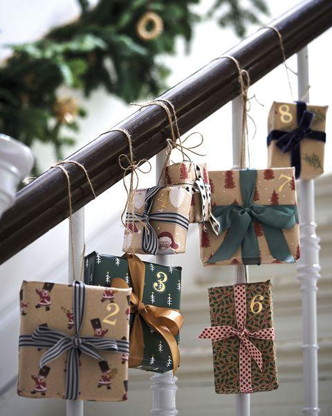 decoración navidad cajas de regalo como calendario de adviento