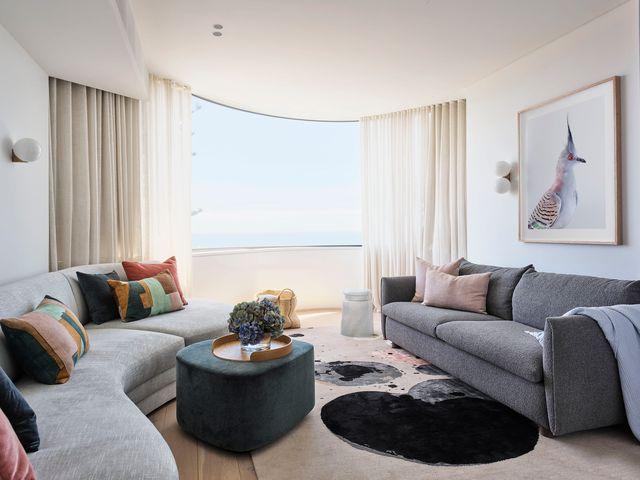 una elegante casa con piscina en tamarama diseñada por decus interiors