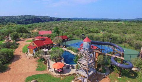 Amusement park, Natural landscape, Park, Aerial photography, Recreation, Water park, Rural area, Leisure, Bird's-eye view, Landscape,