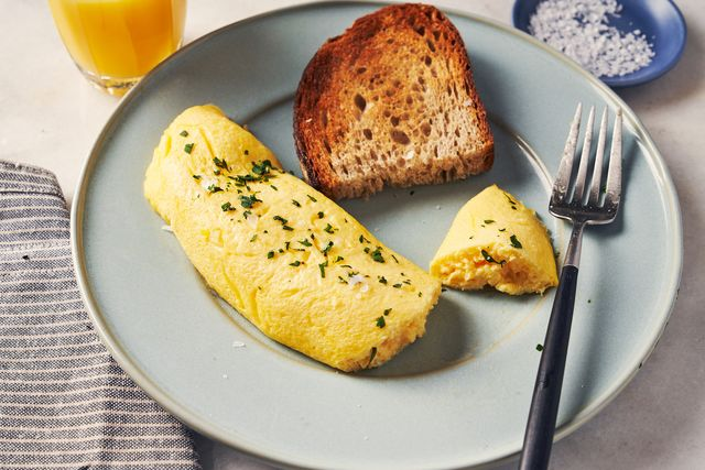 french omelet with toast