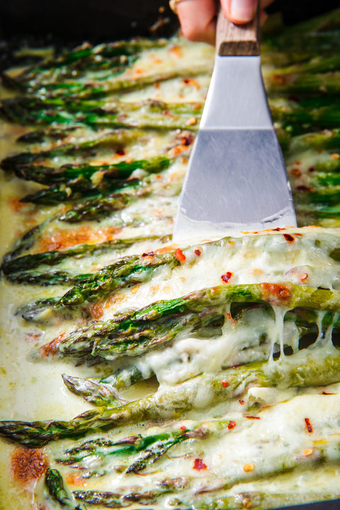 cheesy baked asparagus   delishcom