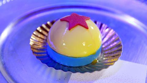 Cobalt blue, Food, Baking cup, Purple, Yellow, Sweetness, Blancmange, Cuisine, Gelatin, Bavarian cream,