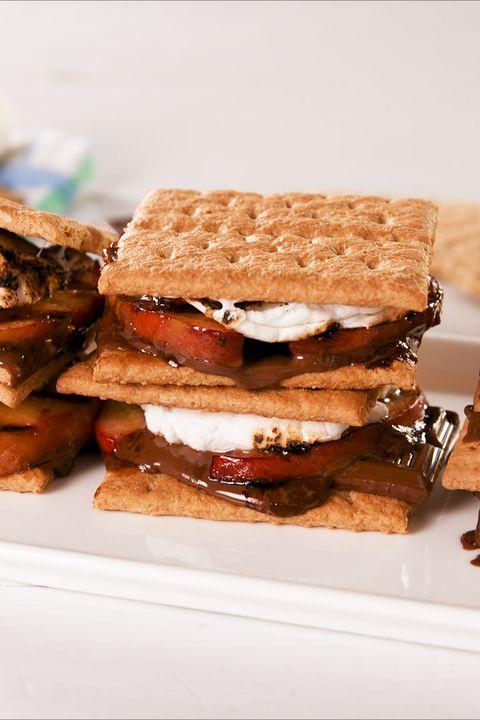 Food, Dish, Cuisine, Graham cracker, Sandwich Cookies, Baked goods, Finger food, Ingredient, Cracker, Biscuit,