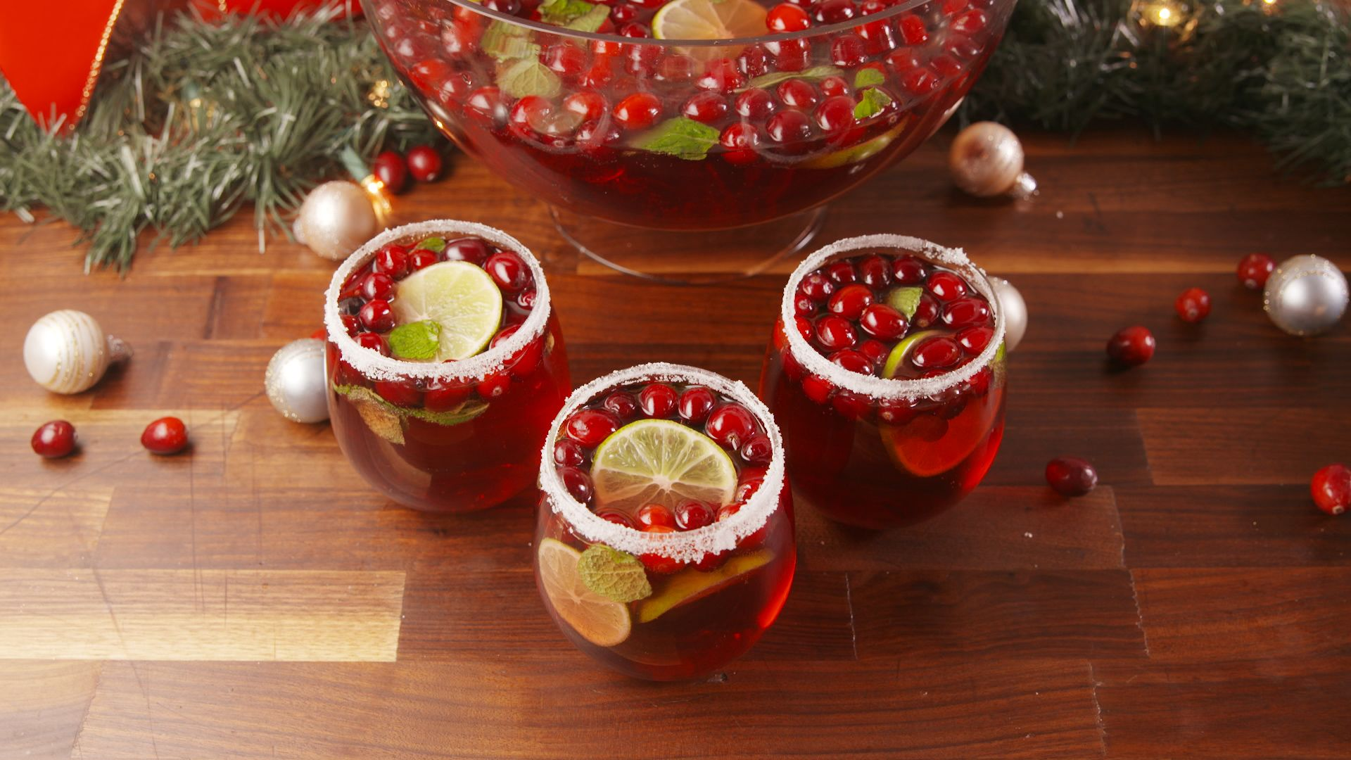 20 Christmas Punch Recipes Holiday Party Punch With Alcohol