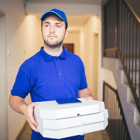 delivery boy bringing pizza