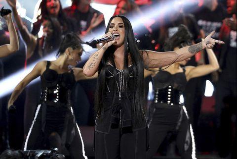Demi Lovato cancela su gira de conciertos tras su ingreso en una clínica de rehabilitación.