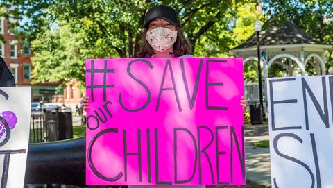 vrouw met bord, save the children