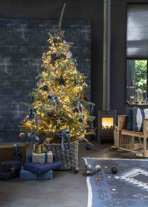 Christmas tree, Tree, Yellow, Colorado spruce, Room, Christmas decoration, Home, Woody plant, Plant, Interior design,