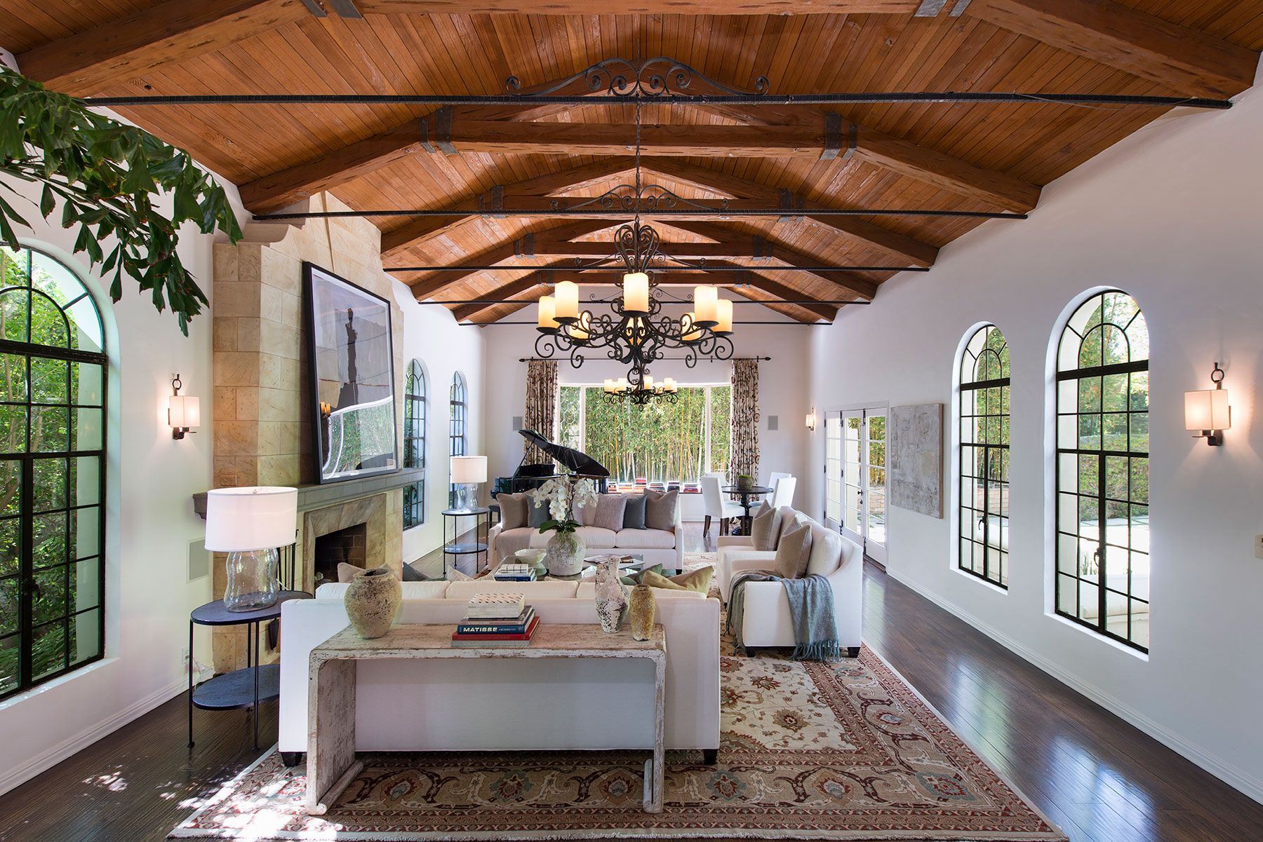 dennis quaid living room