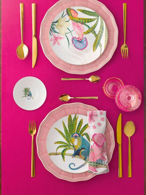 Dishware, Plate, Tableware, Pink, Illustration, Cutlery, Serveware, Fork, Home accessories, Platter,