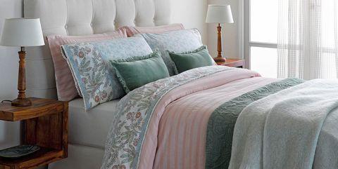 Bed, Bedding, Bed sheet, Furniture, Bedroom, Bed frame, Room, Duvet cover, Bed skirt, Textile,