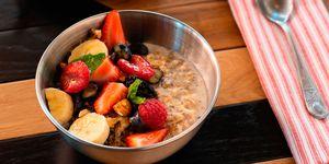 Desayuno healthy de avena. Plato del Asador Limbo (Madrid)