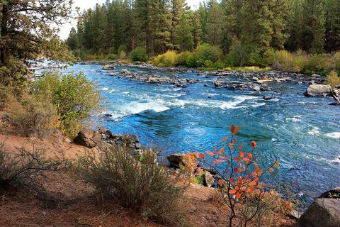 the deschutes river near bend oregon