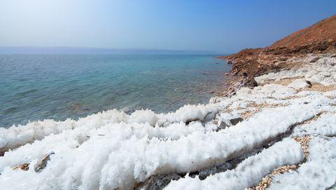 dode zee met zout