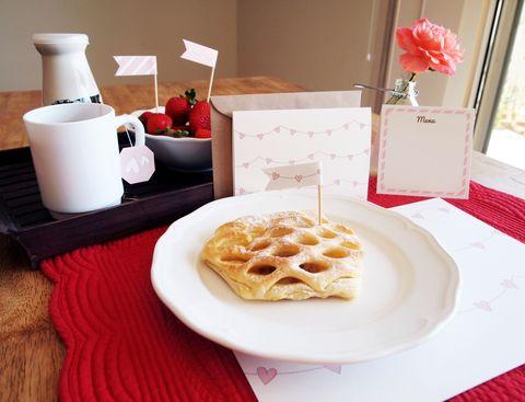 Serveware, Cuisine, Food, Dishware, Baked goods, Tableware, Dish, Ingredient, Plate, Meal,