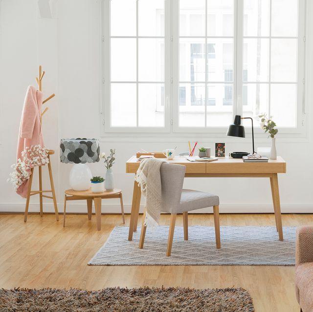 Despacho con escritorio