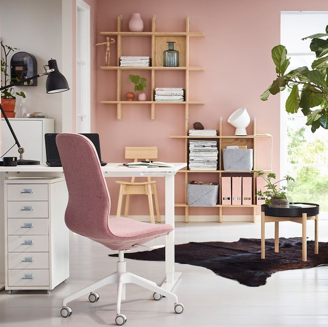 Despacho decorado en tonos rosas