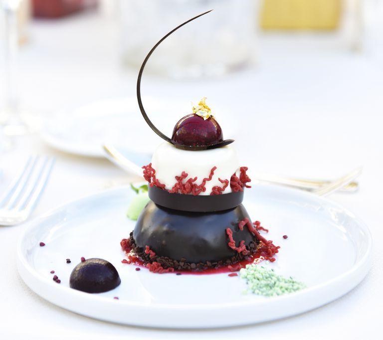 Ini hidangan penutup yang disajikan di Golden Globe Awards 2019 (dok. Cosmopolitan)