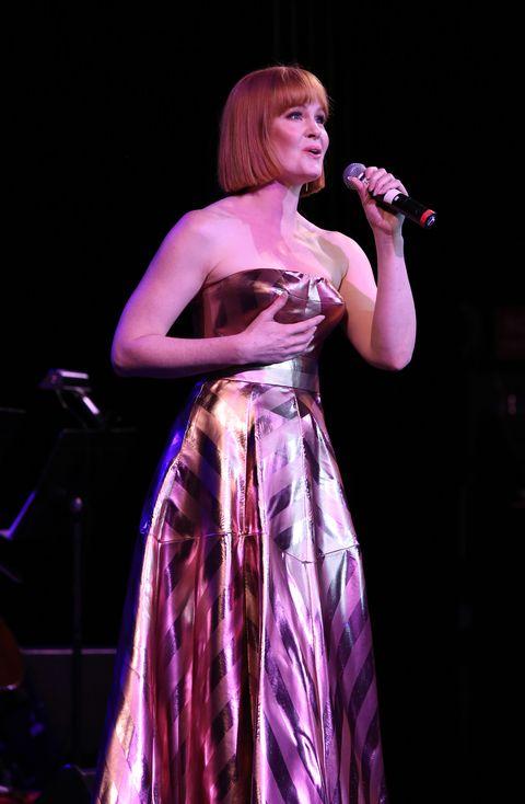 Performance, Entertainment, Performing arts, Singing, Singer, Event, Music, Public event, Concert, Pop music,