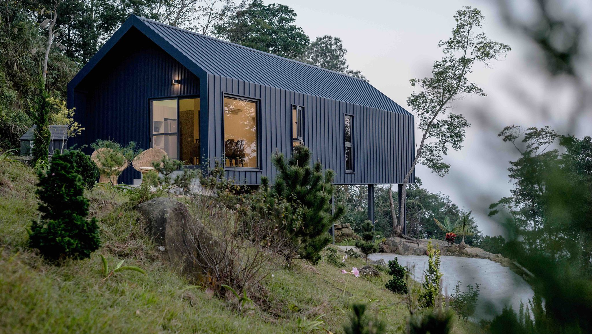 A Low-Budget Prefab House Adapts to Conquer Impossible Terrain