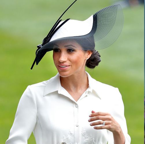 Hat, Headgear, Cap, Sun hat, Fashion accessory, Baseball cap, Gesture,