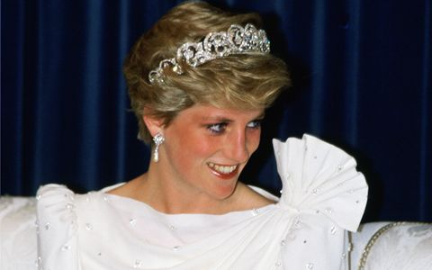 Diana, Princess of Wales wears the Spencer Tiara at a State