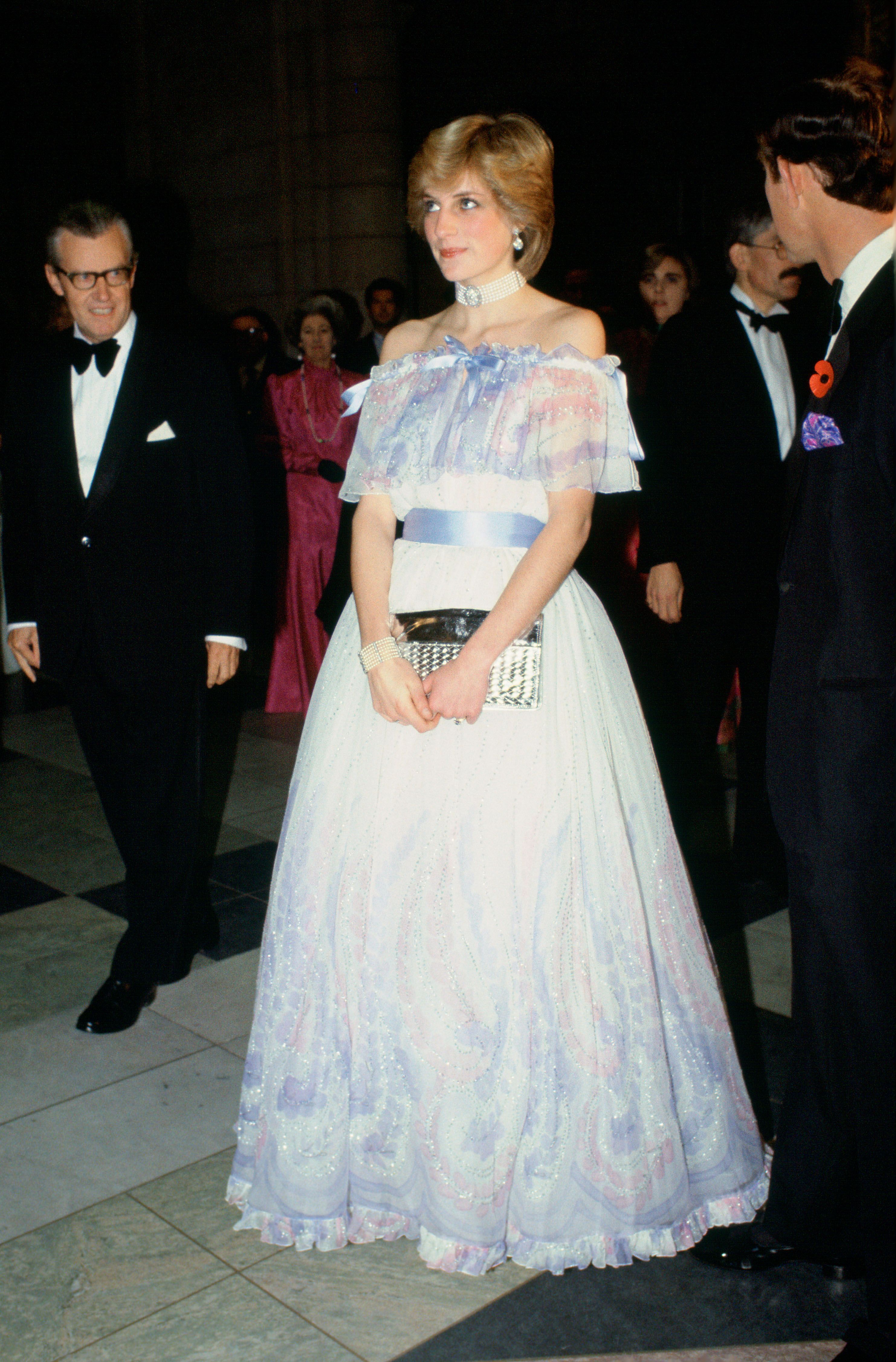 принцеса Даяна Белвил Сасоун рокля