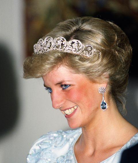 英國女王也收藏!三月份生日石:海水藍寶aquamarine珠寶推薦