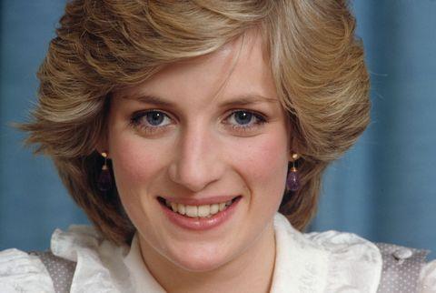 10個黛安娜王妃的美容秘訣,御用化妝師揭密黛妃每天臉部清潔做2次、眼妝靠刷睫毛打造