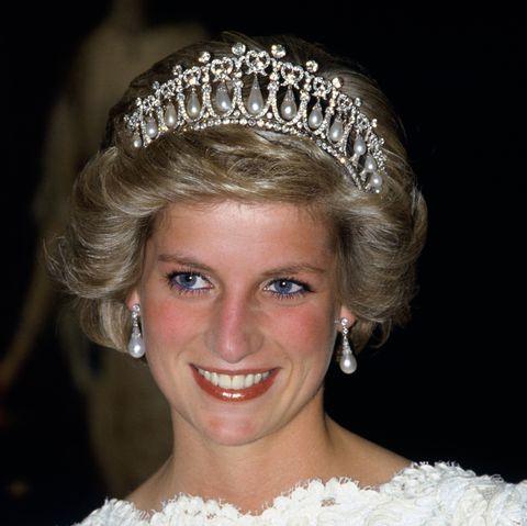 ダイアナ妃からキャサリン妃へ受け継がれた「ラバーズ・ノット・ティアラ」の歴史
