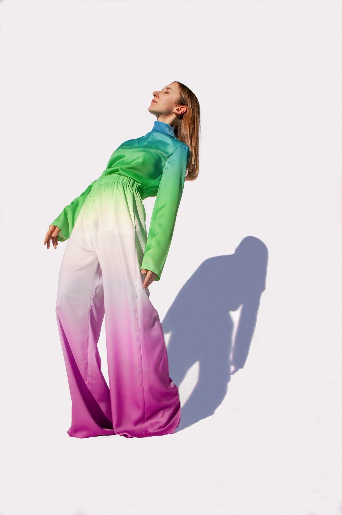 Silhouette che comunicano energia e potenza disegnano così l'abito dell'eroe contemporaneo