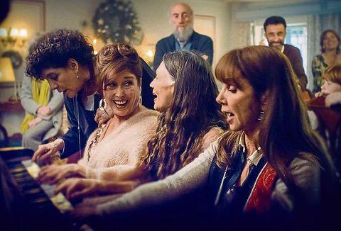 las cuatro protagonistas de dias de navidad tocan el piano